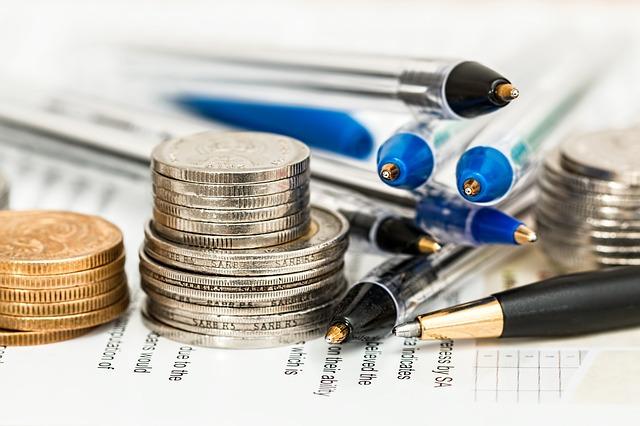 monety i długopisy