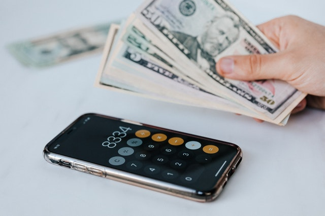 Kalkulator wwyświetloną kwotą